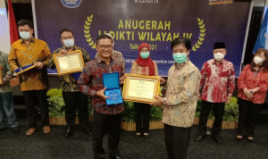 As a result of hard work, Widyatama University won the famous campus award again